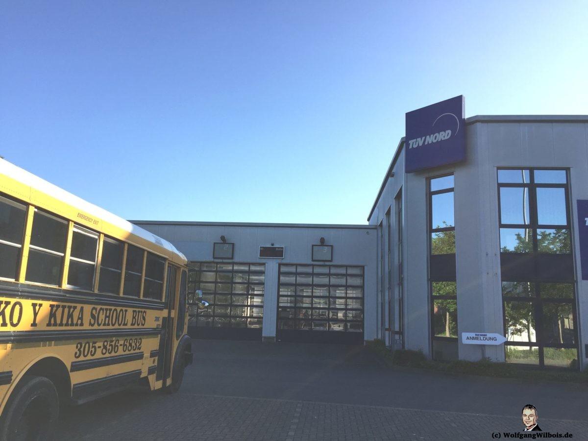 US Schulbus beim TÜV in Münster