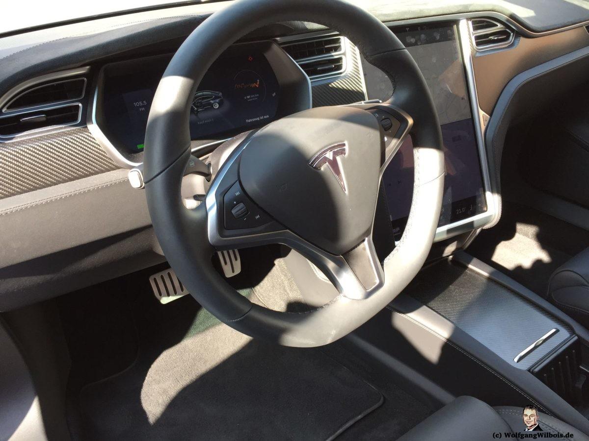 Tesla Model S P100D Cockpit