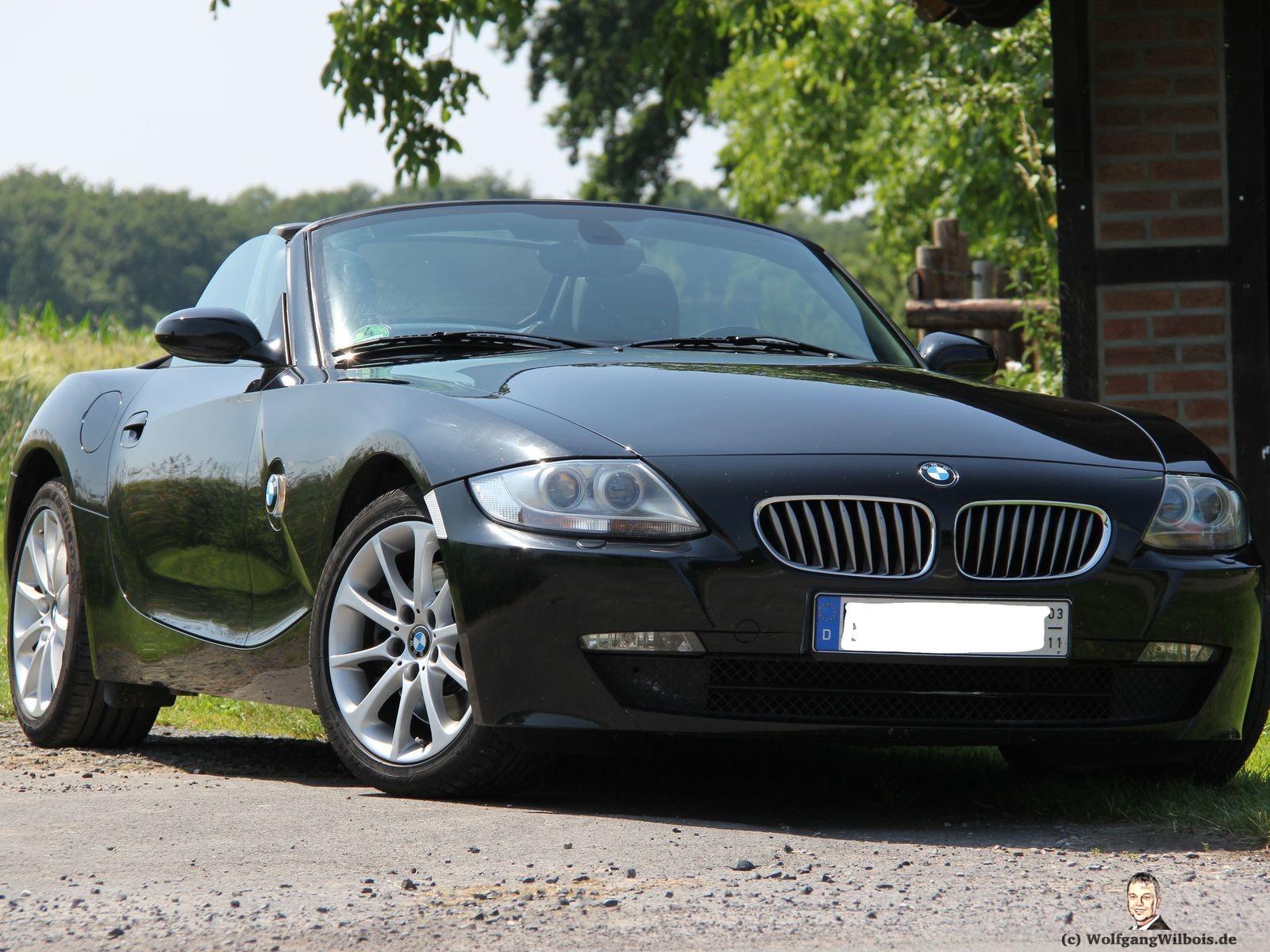 BMW Z4 3.0si schwarz mit 6 Zylinder und 265 PS