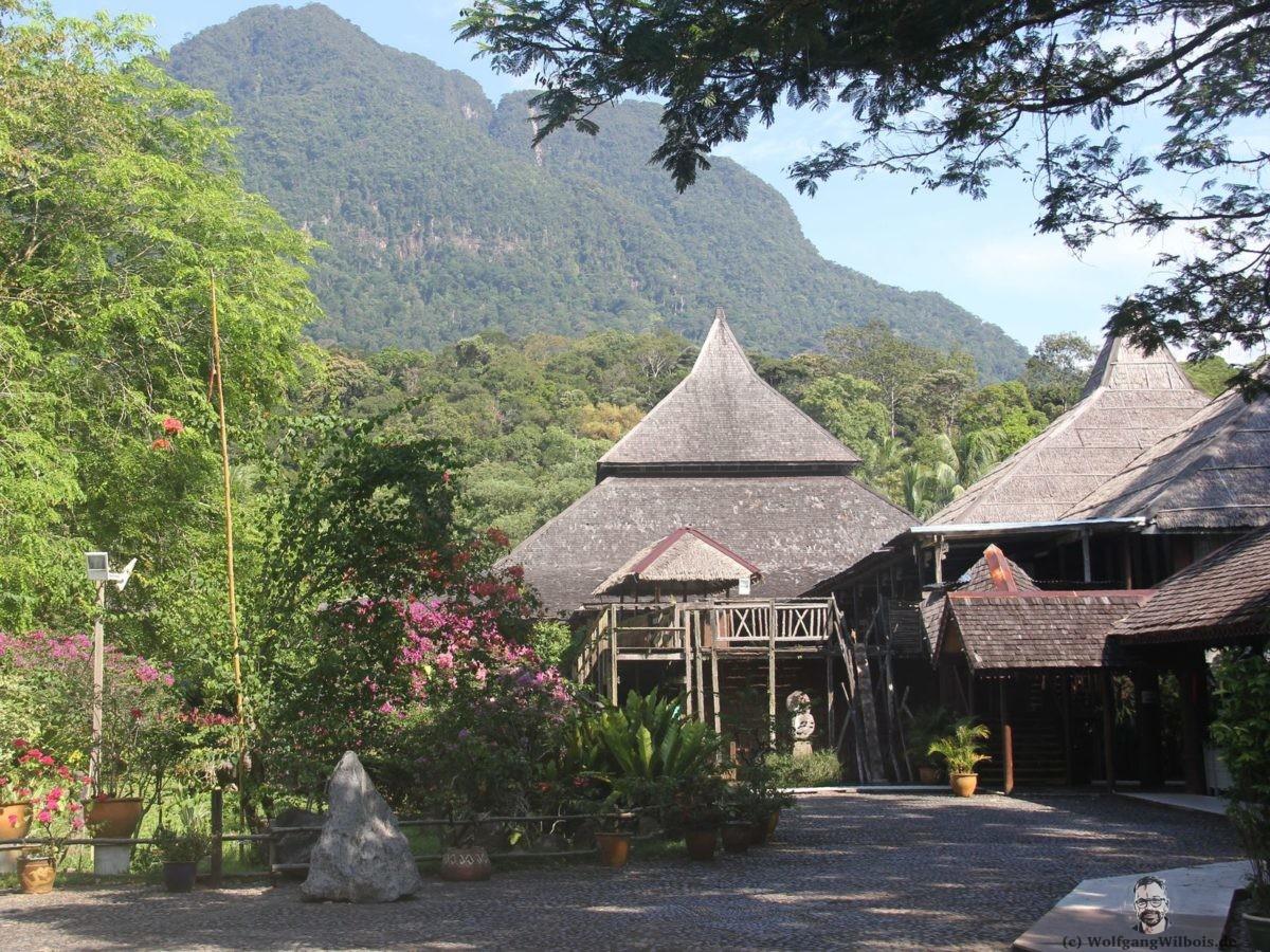 Backpacking Borneo Sawarak Cultural Village