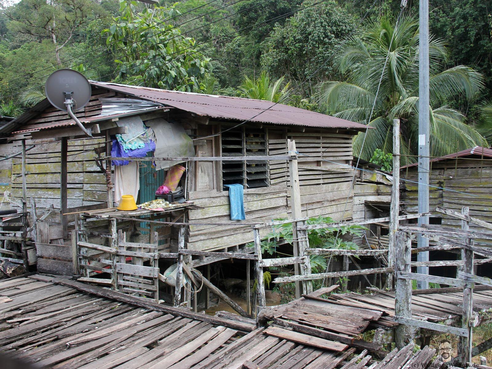 Borneo Tag 05 Iban Langhaus