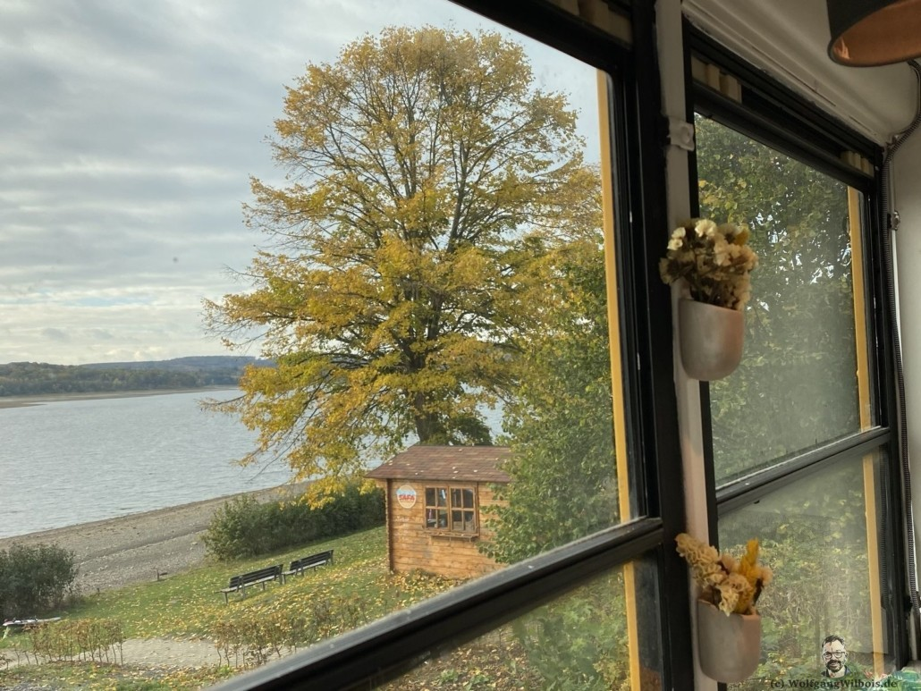 Blick auf den Möhnesee aus dem Skoolie
